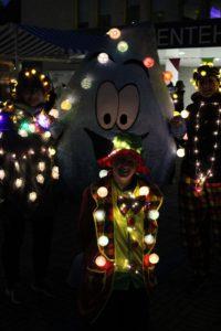 Lichtjesloop Uithoorn voor Elkaar, een wandelroute langs het Zijdelveld in de avond waarbij deelnemers zelf de route verlichten.